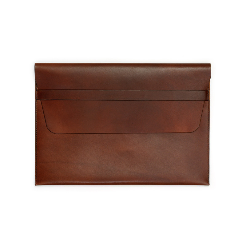 Brown_Leather_Sleeve_Mac_Air_closed