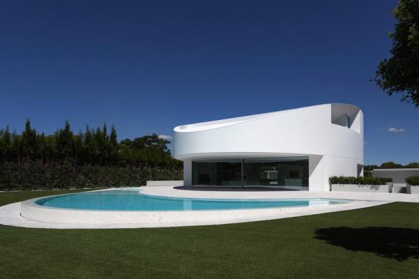 BALINT HOUSE BY FRAN SILVESTRE ARQUITECTOS