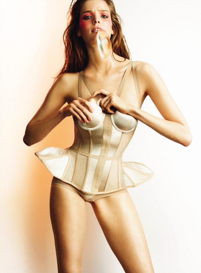 alisa-ahmann-by-mario-testino-for-allure-magazine-march-2015-2