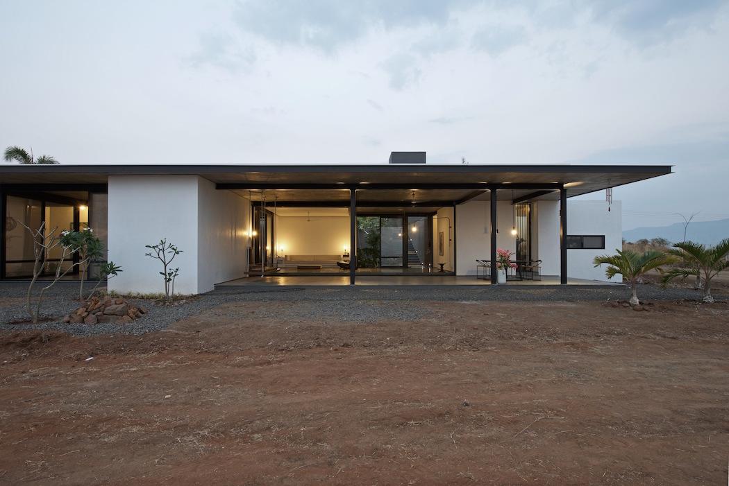 Deolali House : SPASM Design Architects 7