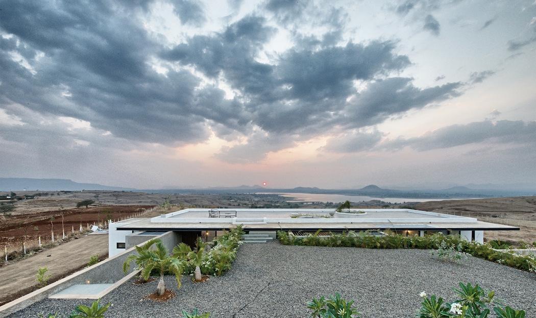 Deolali House : SPASM Design Architects 8