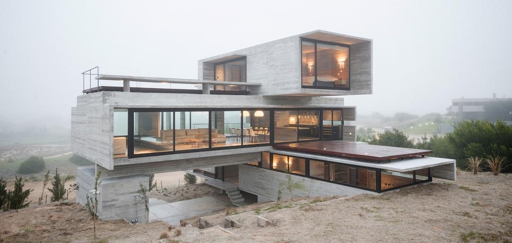 Golf House by Luciano Kruk Arquitectos