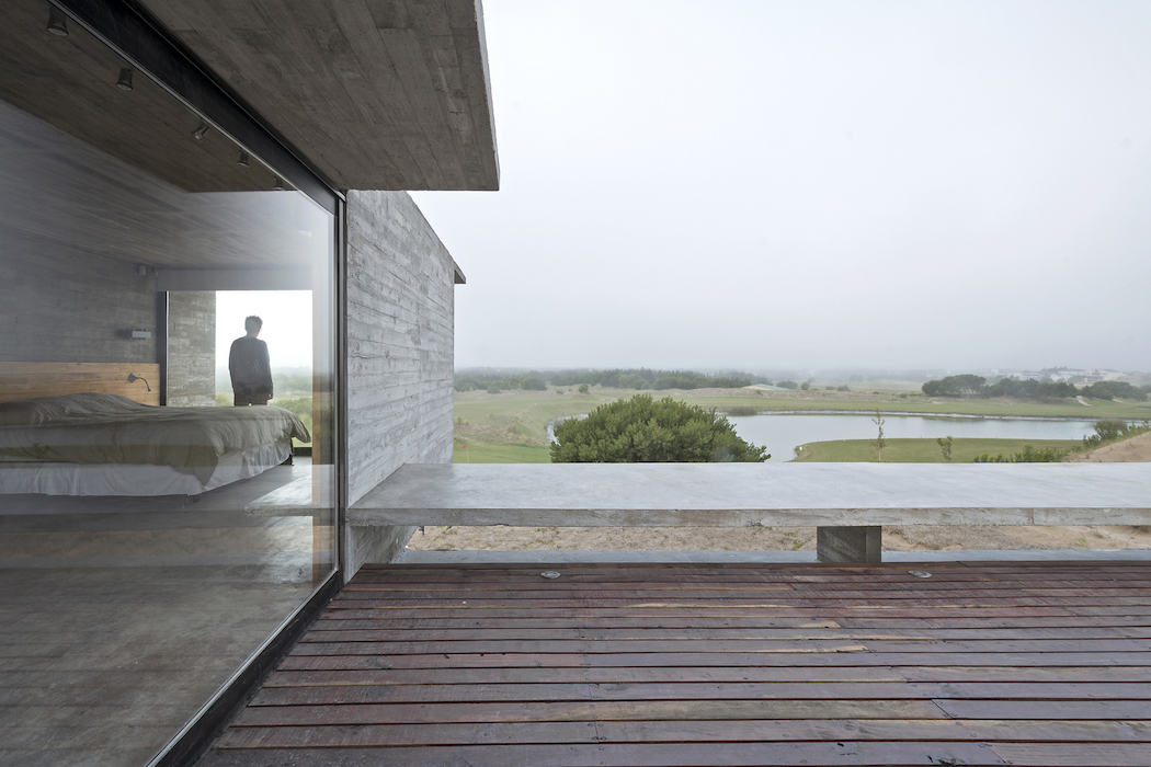 Golf House by Luciano Kruk Arquitectos 4