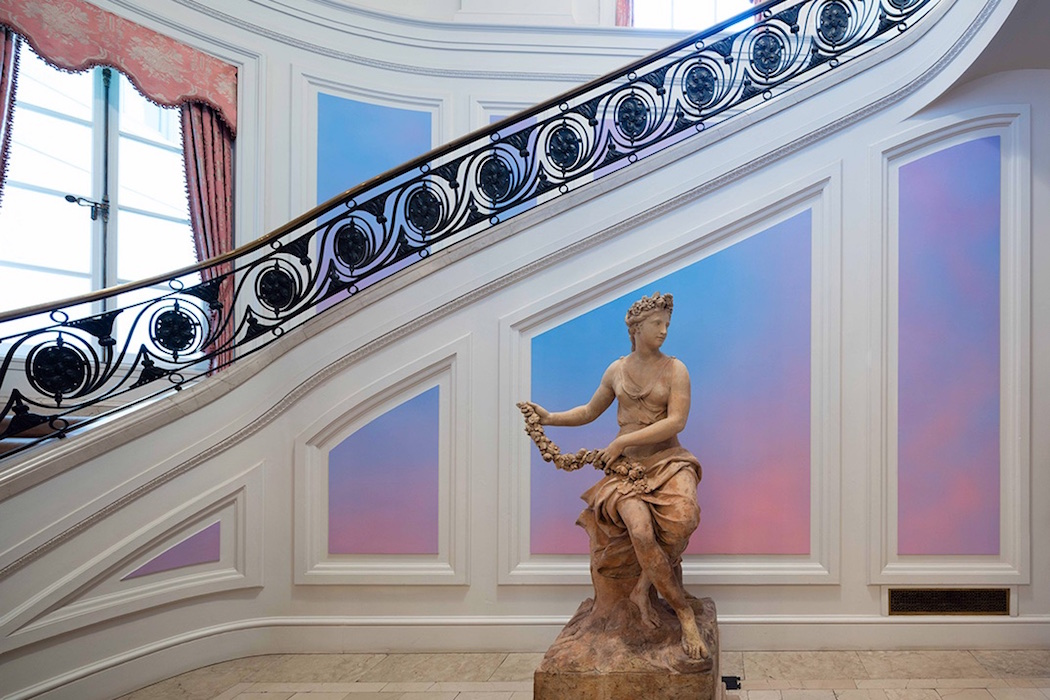 Alex-Israels-Sky-Backdrop-Mural-2015-in-the-main-hallway-of-the-Huntington-Art-Gallery.-Dimitria-Markou
