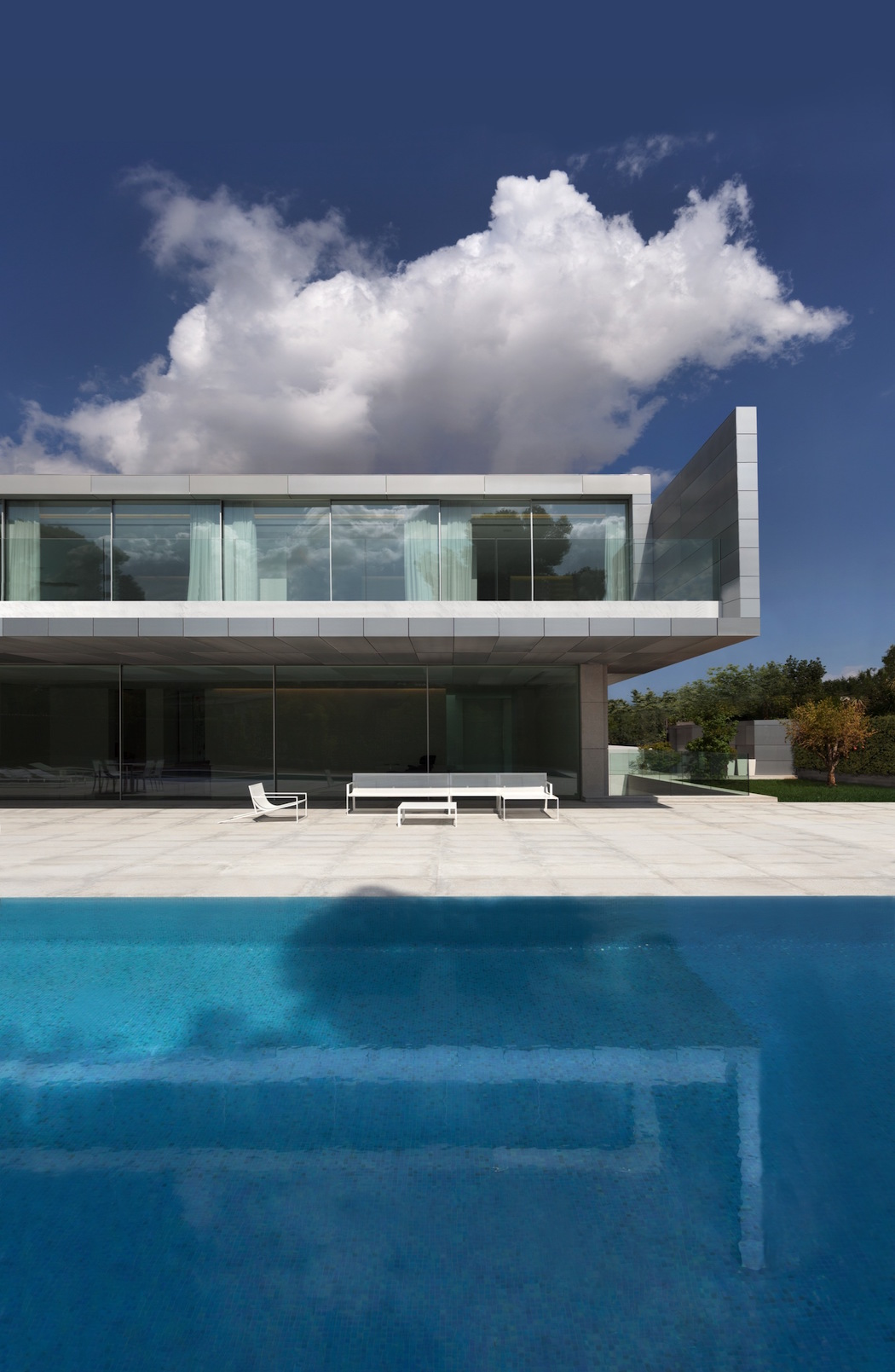 Aluminum House By Fran Silvestre Arquitectos Elusive