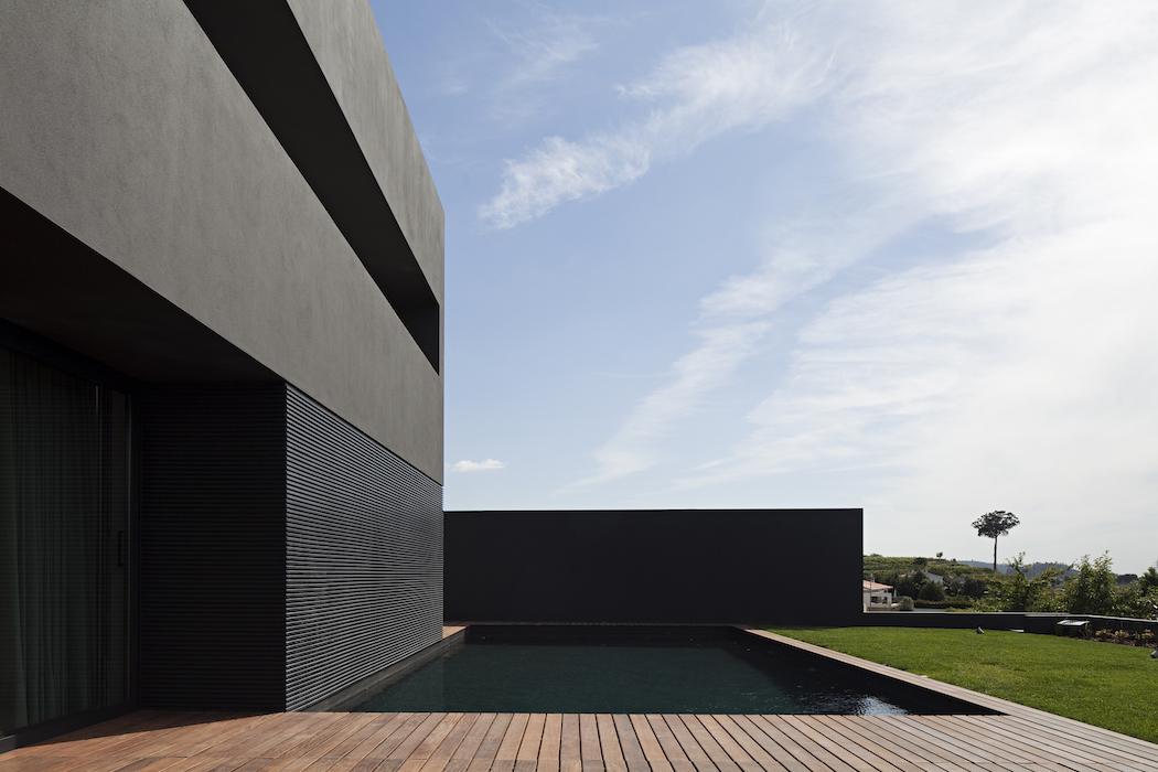 House in Guimarães / AZO. Sequeira Arquitectos Associados