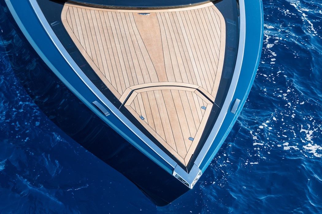 aston-martin-powerboat-5
